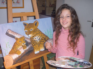 Die neunjährige Abetare Berila zeigt ihre Gemälde in Kreuzlingen. (Bild: zvg)