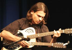 Attila Vural spielt live im Out of Bounds. (Bild: zvg)