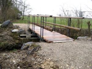 Ist nicht nur sicher, sondern sieht auch noch hübsch aus: die neue Brücke beim Grossweiher. (Bild: zvg)