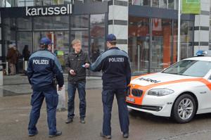 Über den gesamten Kanton haben die Aussendienste der Kantonspolizei Thurgau die Schwerpunktkontrollen im öffentlichen Raum im Jahr 2012 um über 25 Prozent, auf knapp 8000 Einsatzstunden, erhöht. (Bild: Kapo TG)