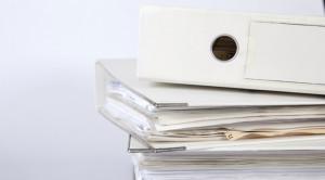 Es soll weiterhin möglich sein, Anmeldung und Belege auch auf Papier beim Handelsregister einreichen zu können. (Symbolbild: Rolf van Melis/pixelio.de)