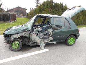 Der Autofahrer verletzte sich und musste ins Spital gebracht werden. (Bild: Kapo TG)