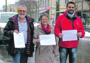 Waren mit ihrer Unterschriftenaktion erfolgreich: Jost Rüegg, Brigitta Engeli und Daniel Moos (v.l.). (Bild: sb)