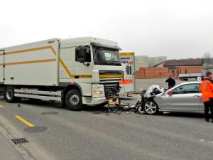 Der Autofahrer musste verletzt ins Spital gebracht werden. (Bild: Kapo TG)