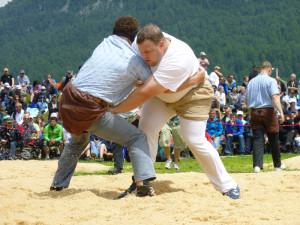 Auch beim 108. Thurgauer Kantonalen Schwingfest am Sonntag gehen die Teilnehmer wieder kräftig auf Tuchfühlung. (Bild: zvg)