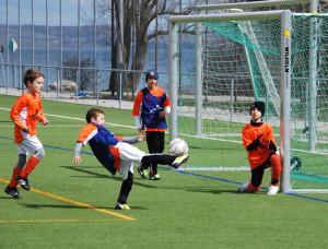 Viel Spass haben die Teilnehmer beim Swiss-Soccercamp im Kreuzlinger Hafenareal. (Bild: Thomas Martens)