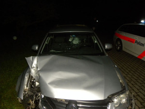 Bildlegende: Die Kantonspolizei Thurgau fand das beschädigte Auto nach der Unfallaufnahme (Bild: Kapo TG).