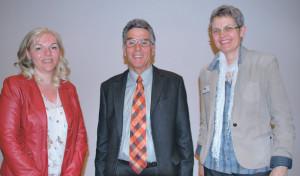 AZK-Präsident Carl Ruch freut sich auf eine gute Zusammenarbeit mit der neuen Finanzchefin Andrea Katirci (links) und der neuen Geschäftsführerin Anna Jäger. (Bild: Thomas Martens)