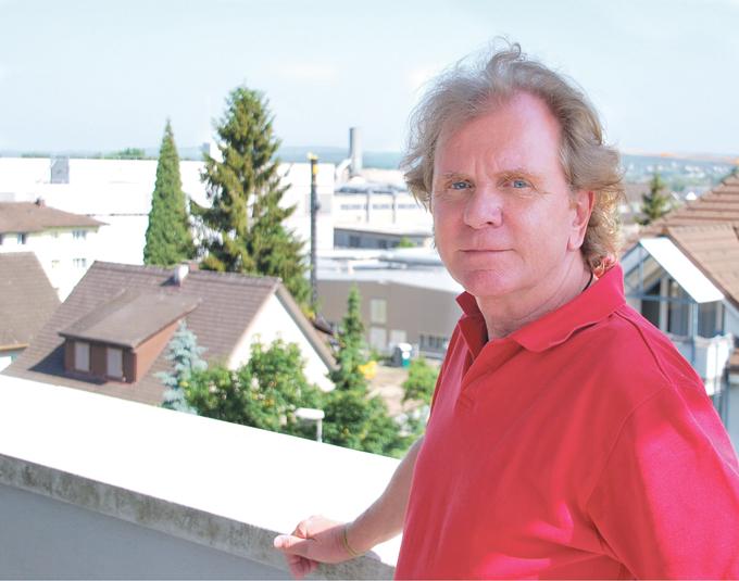 Im Hintergrund hämmert's: verärgerter Anwohner Bräuns. (Bild: sb)