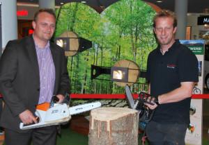 Center-Leiter Andreas Reutimann und Anatol Stäheli eröffneten die Natur-Ausstellung im Karussell. (Bild: Thomas Martens)