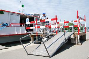 Für die Kursschifffe am Kreuzlinger Hafen wurden provisorische Stege errichtet. (Bild: Thomas Martens)