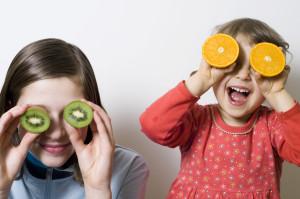 Keine Tomaten, sondern Kiwi und Orange auf den Augen – (Bild: istockphoto.com/wojciech_gajda)