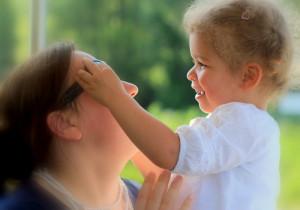 Frauen um die 30 ziehen sich vermehrt aus dem Arbeitsmarkt zurück, um sich der Familie zu widmen. (Bild: Souza/pixelio.de)