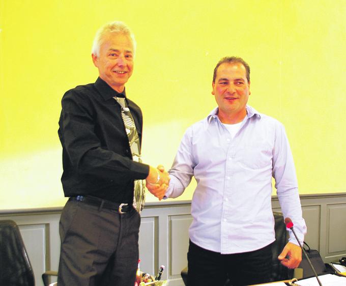 Rolf Rindlisbacher (SVP, links) wurde zum neuen Vize-Präsidenten, Alfredo Sanfilippo (CVP) zum neuen Gemeinderatspräsidenten gewählt. (Bild: sb)