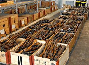 Im Oktober können im Kanton Thurgau an drei Sammeltagen Waffen, Munition und Sprengstoffe bei der Kantonspolizei Thurgau abgegeben werden. Im Bild ist ein Teil des Sammelguts aus dem Jahr 2009 zu sehen. (Bild: Kapo TG)