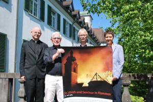 Pfarrer Alois Jehle, Walter Hofstetter vom Museum Rosenegg, PMS-Rektor Lorenz Zubler und Caroline Leuch von der Stadt Kreuzlingen (v.l.) stellten das Programm zum Gedenken an den Brand vor. (Bild: Thomas Martens)