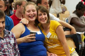 Zwei junge Teilnehmerinnen aus der Schweiz am Jugendkongress im vergangenen Jahr. (Bild: Silas Wuttke)
