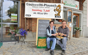 Vreni und Tristan Rutishauser freuen sich auf viele Gäste bei ihrem Hoffest. (Bild: Daniela Ebinger)
