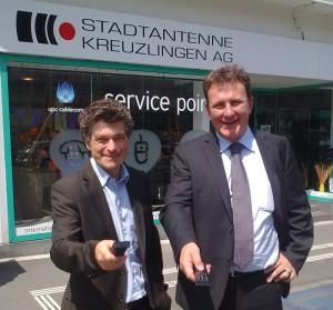 Geschäftsführer Franz Menayo (links) und Verwaltungsratspräsident Christophe Millet veranschieden sich von der Stadtantenne Kreuzlingen AG. (Bild: Thomas Martens)