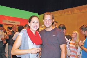 Neuzuzüger Nicole Widmer und Beat Huber genossen den Abend. (Bild: sb)