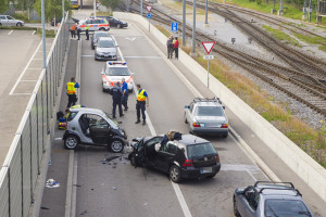 Bildlegende: Beide Autofahrer wurden verletzt und durch den Rettungsdienst ins Spital gebracht (Bild: Kantonspolizei Thurgau / Christa Altwegg)