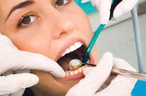 Zahnersatz ist von echten Zähnen nicht zu unterscheiden. (Bild: ISS)