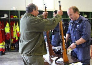 Die erste Waffen-Sammelaktion in Amriswil stiess auf ein grosses Interesse. (Bilder: Daniel Meili/Kantonspolizei Thurgau)