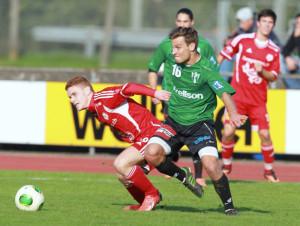Hart umkämpft war das Thurgau-Derby zwischen dem FC Frauenfeld (Rot) und dem FC Kreuzlingen. (Bild: Mario Gaccioli)