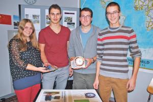 Jolanda Dünner, Elias Stalder, Lukas Ulrich und Rafael Fröhlich wünschen sich mehr angewandte Naturwissenschaften in der Kantonsschule. (Bild: Thomas Martens)