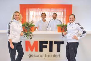 Die FitnesstrainerInnen im MFIT Kreuzlingen (v.l.): Bianca Behrens, Leiterin, Frank J. Bauer, Alessandro Maione und Kim Kiefer. Es fehlt: Ljubivoj Bakic. (Bild: kb)
