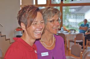 Heidi Schänzle-Geiger, Therapeutische Leiterin der Memory Klinik, und Pflege-Stationsleiterin Claudia Brüllhardt hatten Grund zur Freude. (Bild: zvg)
