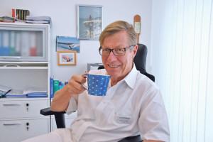 Dr. Roland Ballier setzt auf die natürliche Kraft des Kaffees. (Bild: tm)