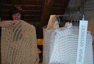 Auch Kleidung lässt sich aus Papier fertigen. (Bild: Thomas Martens)