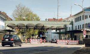 Der Hauptzoll zwischen Kreuzlingen und Konstanz bleibt bis Ende April für Autos gesperrt. (Bild: Archiv)