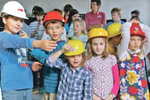 Den Schülerinnen und Schülern gefällt ihr neues Schulhaus. (Bild: sb)