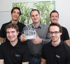 Ein Teil des Teams freut sich über die Auszeichnung. (Bild: tvg)