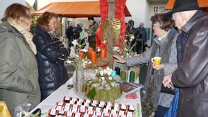 Das Angebot an den Ständen des traditionellen Gottlieber Adventsmarktes war dieses Jahr noch reichhaltiger. (Bild: Martin Bächer)
