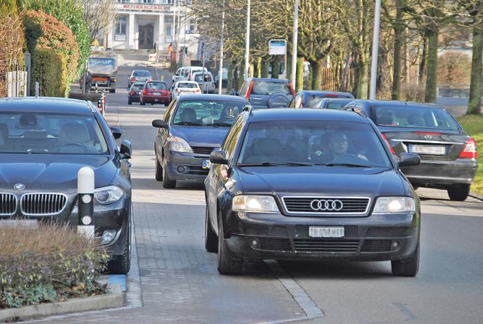 Seit der Sperrung des Hauptzolls gibt es in der Brückenstrasse ein erhöhtes Verkehrsaufkommen. (Bild: Thomas Martens)
