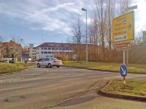 Bei hohem Verkehrsaufkommen sperrt Konstanz immer wieder mal die Zufahrt zum Emmishofer Zoll ab Döbelekreisel. Autofahrer in Richtung Kreuzlingen müssen dann einen Umweg in Kauf nehmen. (Bild: Thomas Martens)
