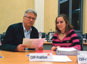 Zwei Generationen im Rat: Für Ramona Zülle (CVP) und Vater Ernst war es die erste gemeinsame Sitzung. (Bild: zvg)