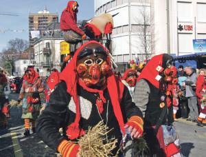 Hexen an der letzen Fasnachts-Parade im Jahr 2009. (Bild: NGE)