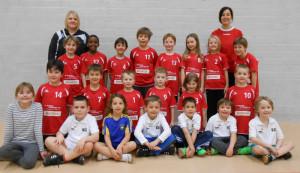 Die jüngsten HSCK-Talente, die Minis, werden von der ehemaligen Nationalspielerin und mehrfachen Schweizermeisterin Caroline Mierzwa (rechts) trainiert. (Bild: Markus Rutishauser)