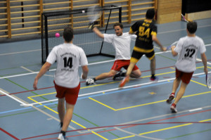 Smolball ist eine Art Tennis, das in einer Mannschaft auf Tore gespielt wird. (Bild: zvg)