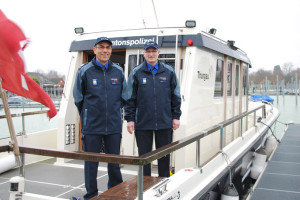 Seepolizei-Dienstchef Urs Eberli (l.) und Fritz Hefti, Chef der Verkehrs- und Seepolizei der Kantonspolizei Thurgau, blickten auf die Wassersportsaison 2013 zurück. (Bild: kb)
