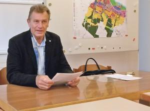 Stadtrat Michael Dörflinger gab seine Entscheidung an einer kurzfristig einberufenen Pressekonferenz bekannt. (Bild: sb)