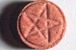 Denn sie wissen nicht, was sie einwerfen: Ecstasy (MDMA) wird meist in Pillenform verkauft. 2013 enthielten 20 Prozent der vom DIZ kontrollierten Pillen unerwartete Inhaltsstoffe. (Bild: zvg)