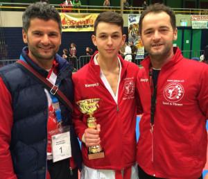 Cup Sieger Mentor Bytyci mit Trainern Elson und Engjul Kabashi. (Bild: zvg)