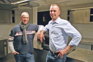 Sternekoch Jochen Fecht (links) und Restaurantfachmann Thomas Haist stecken mitten in den Vorbereitungen für die Neueröffnung des «San Martino» in Konstanz unter ihrer Leitung. (Bild: Thomas Martens)