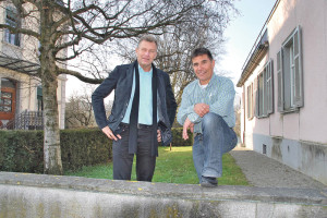 Stadtrat Michael Dörflinger und Ruedi Wolfender vom Departement Freizeit wollen die Schwimmhalle. (Bild: sb)