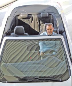 Christian Heller geniesst das Cabrio-Wetter.(Bild: ek)